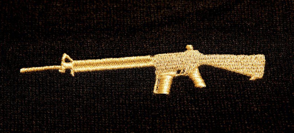 Lurex-Gold-Stick Waffe