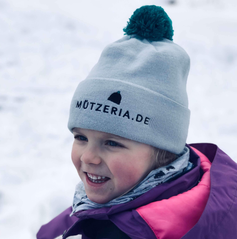 MÜTZERIA-Bommelmütze im Schnee