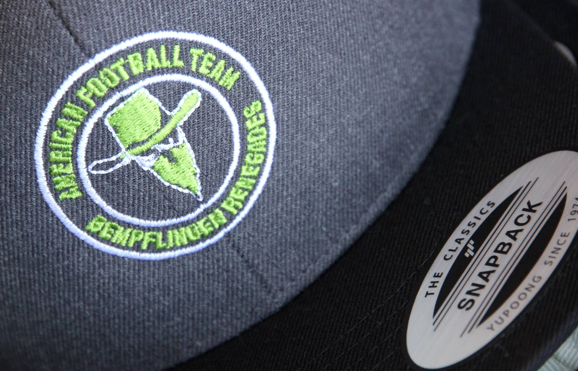 Football Teamwear Cap mit Stick