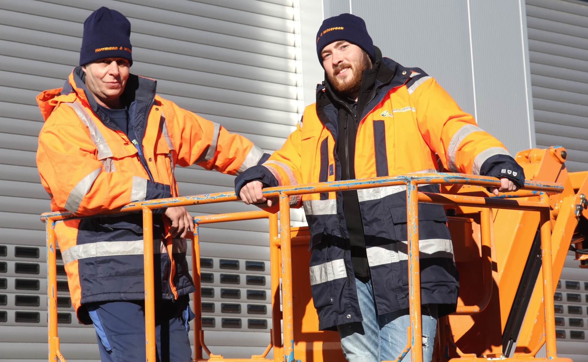 Outdoor Workwear: Bestickte Mützen für die Wittrock Gruppe <br>Mit warmen Ohren geht's nach oben