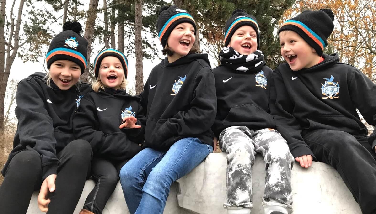 Mützen für Eissport-Junioren in Norddeutschland