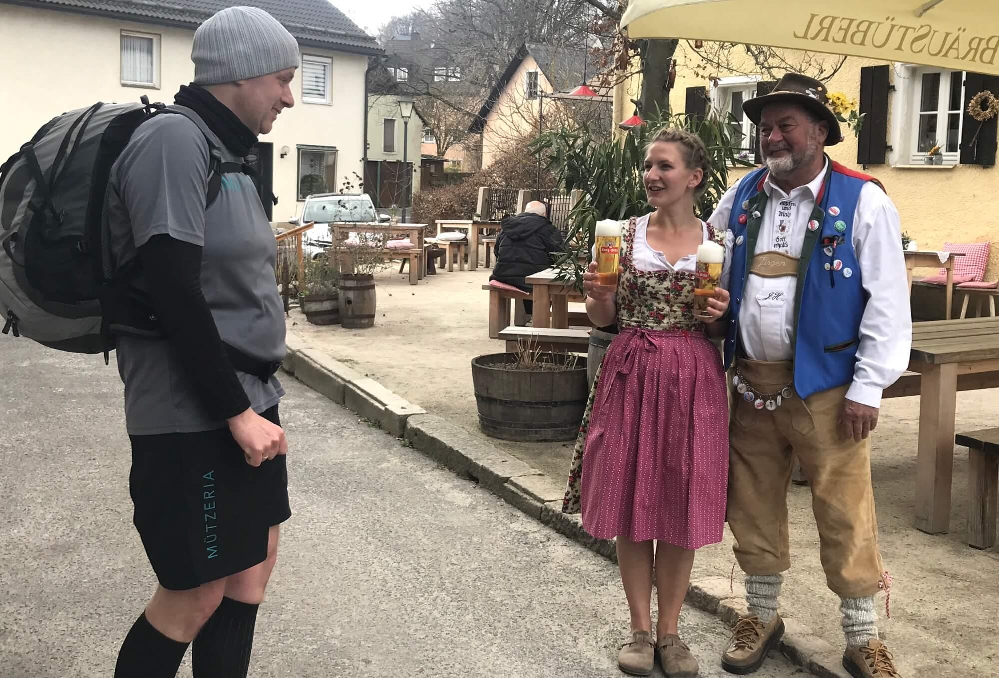 MÜTZERIA Marathon Kellnerin Bier Chef