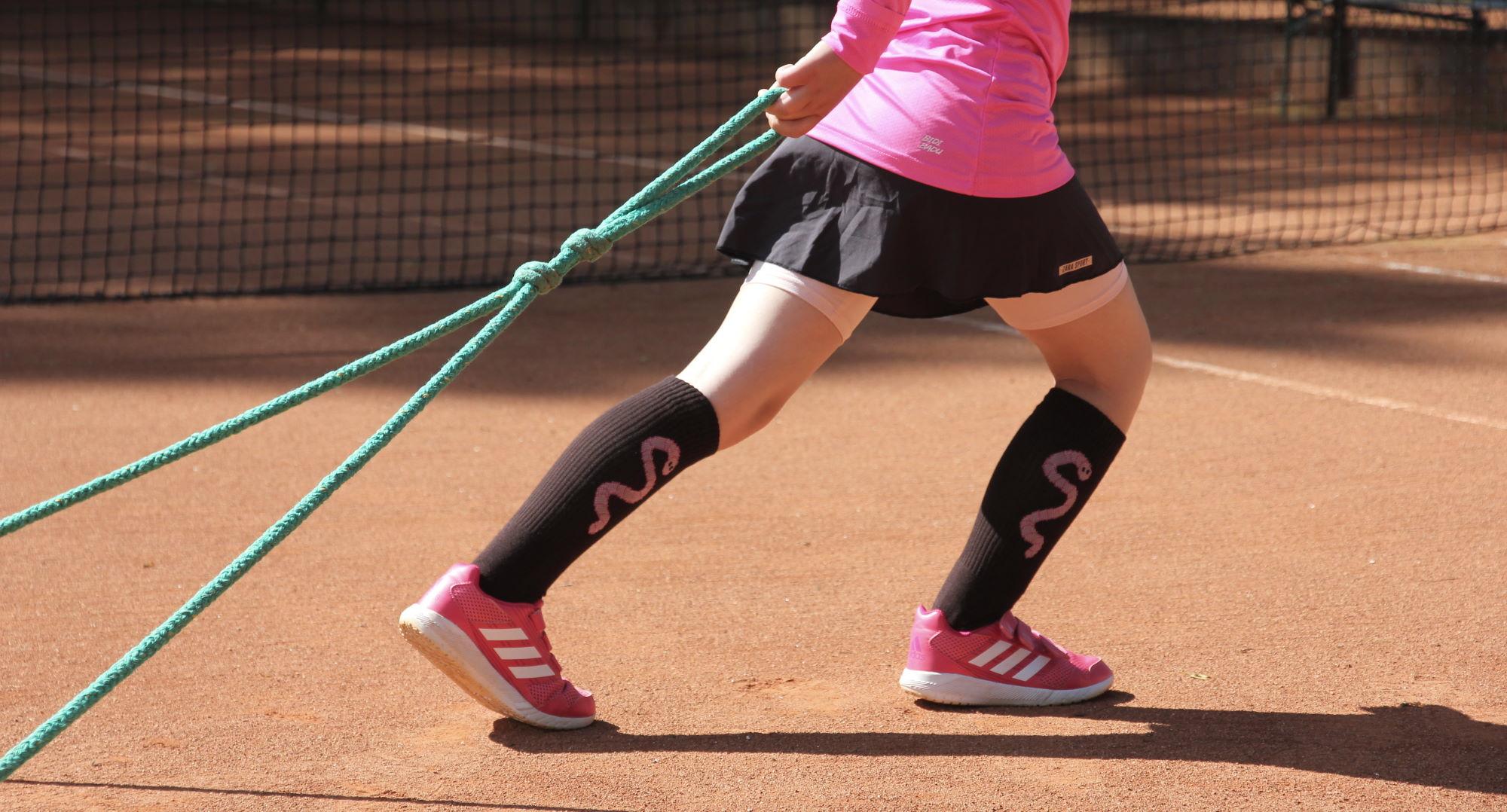 Kinder-Tennissocken mit eingestricktem Regenwurm