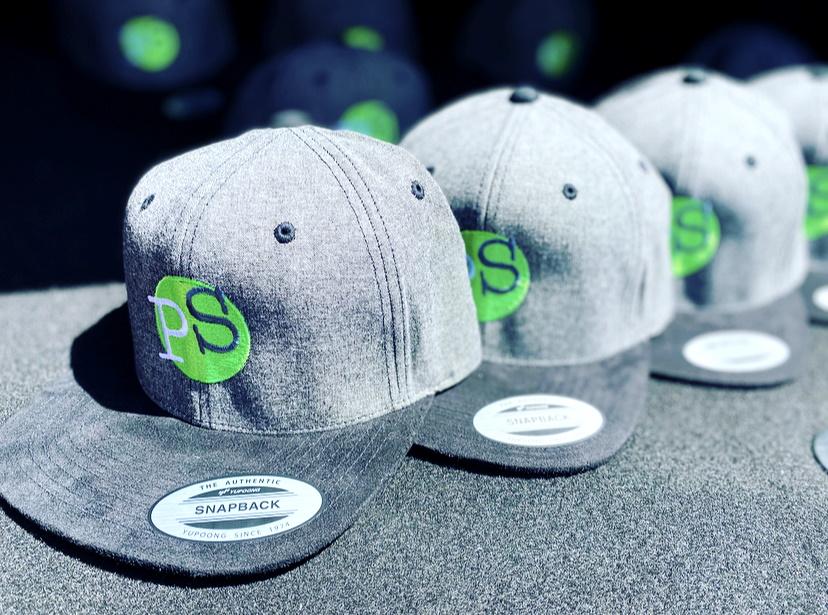 Snapback-Caps von Flexfit mit gesticktem Logo