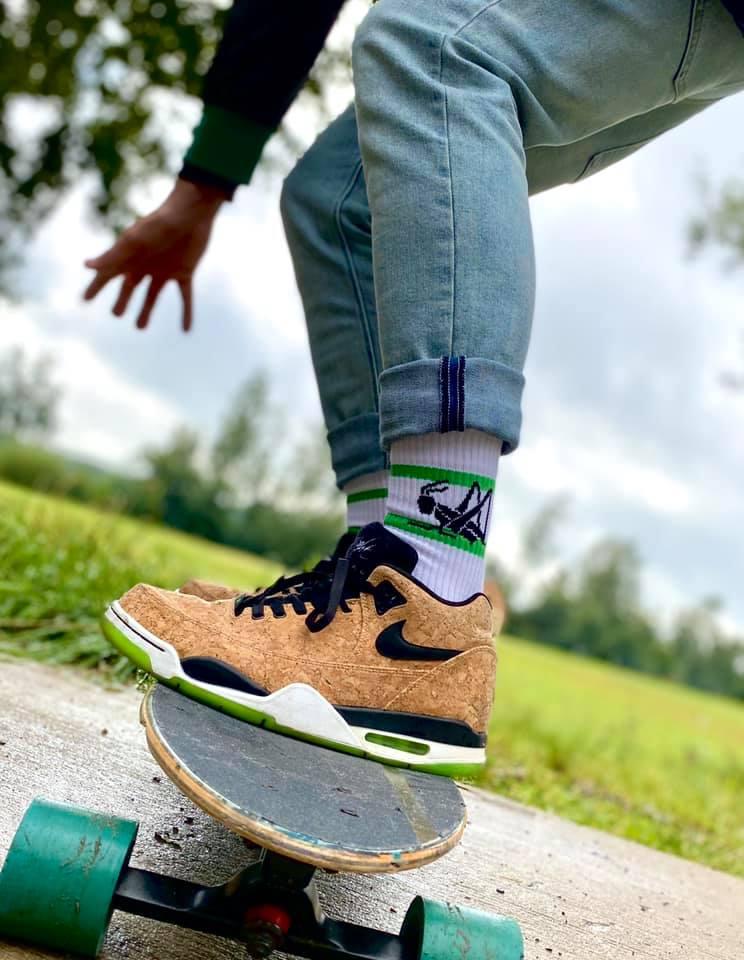 Socken mit Tiermotiv Grashüpfer