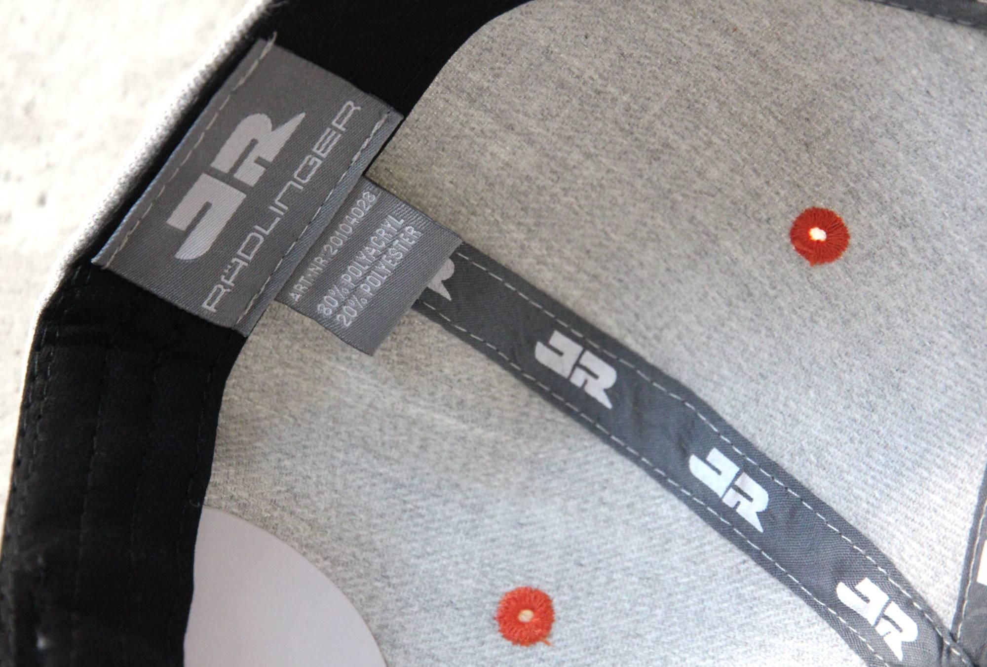 Cap mit bedruckten Innenbändern, gewebtem Label und farbigen Luftlöchern